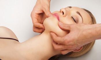Косметический массаж – излюбленная процедура всех завсегдатаев салонов красоты