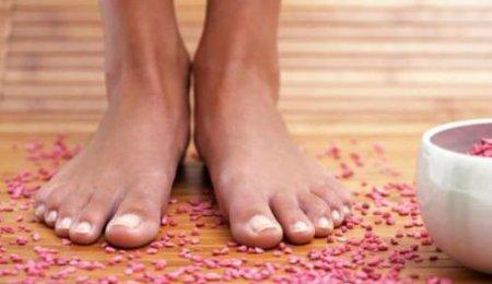4 средства от потливости ног