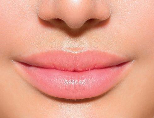 Селфи спровоцировали рост операций по увеличению губ
