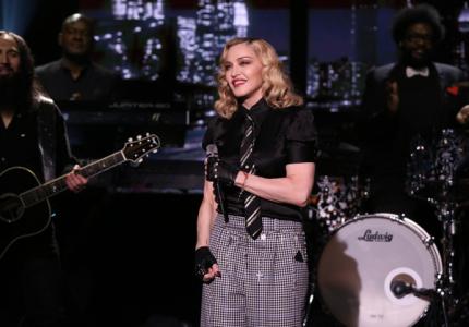 Мадонна сделала процедуру по омоложению рук