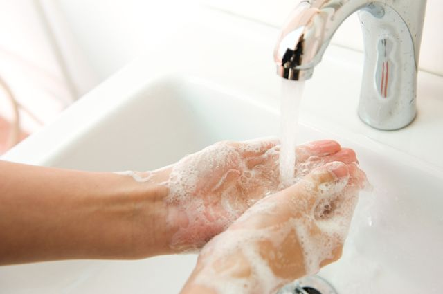 Ваших рук дело. Как ухаживать за кожей после работ на даче