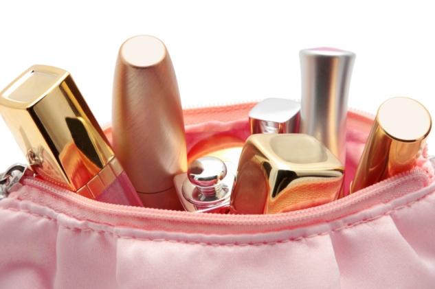 Какие продукты должны быть в вашей косметичке?