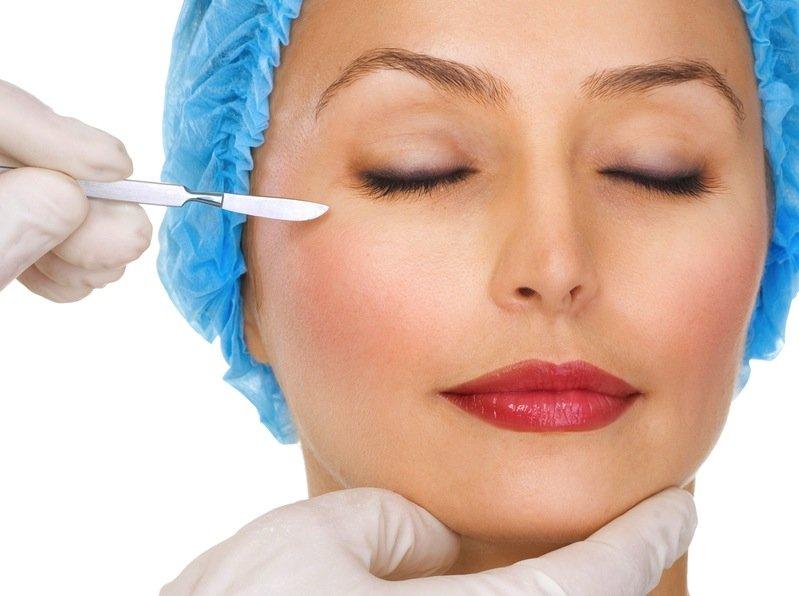 Пластические хирурги создают идеал красоты