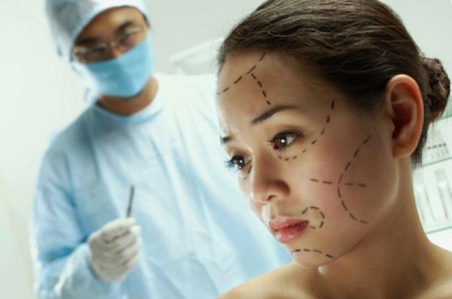 Каждая пятая женщина в мире готова к пластической операции