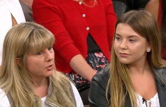 Мать разрешила 17-летней дочери увеличить губы