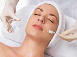 Кислотный пилинг и его воздействие на кожу