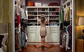 Как правильно хранить зимнюю одежду и обувь летом