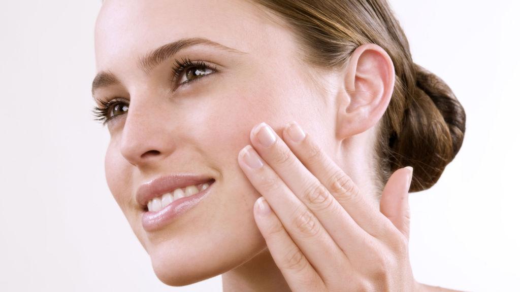 Шелушение кожи на лице — причины и лечение