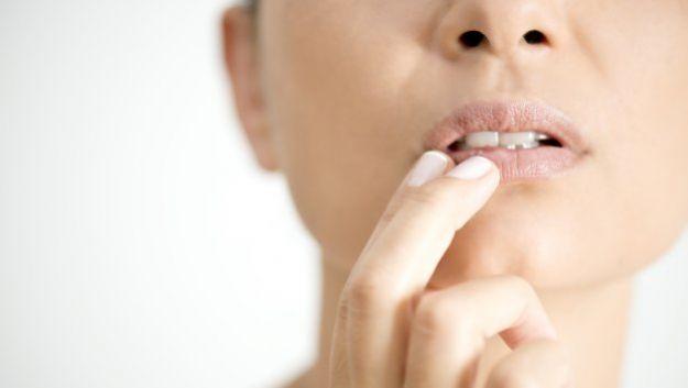 Совершенство женских губ: куда вводить инъекции?