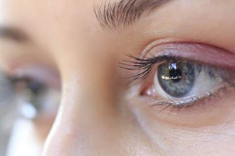 Очки и линзы при нистагме — особенности болезни и коррекции зрения