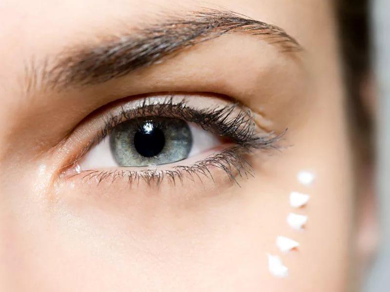 Как избавиться от темных кругов и морщин под глазами