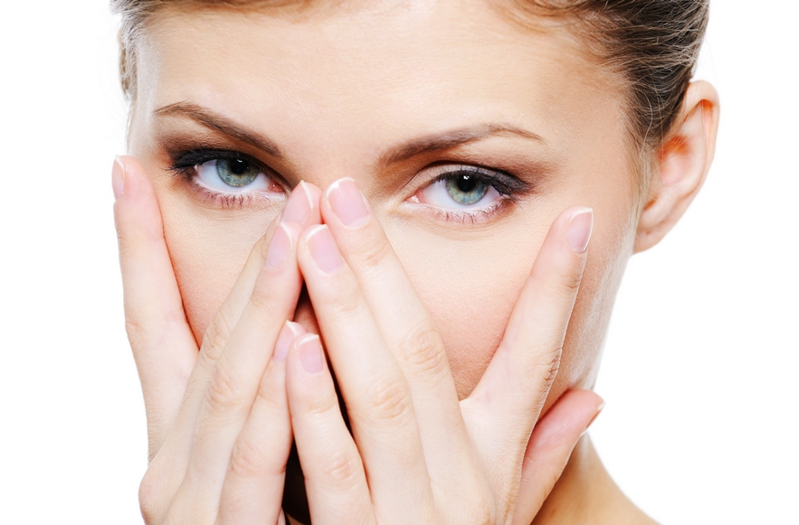 Как в домашних условиях убрать отёк под глазами?