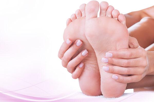 Как обезопасить себя от грибка на ногтях?