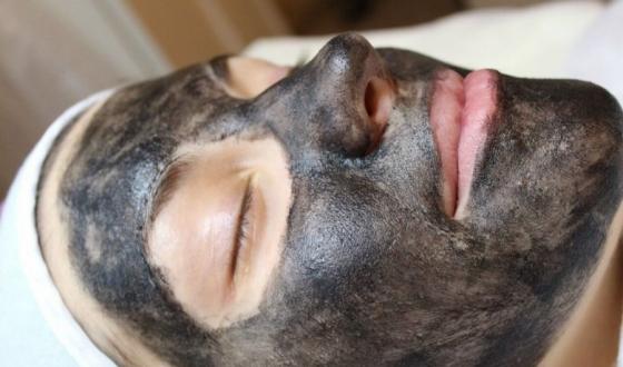 Карбоновый пилинг: глубокая детоксикация кожи
