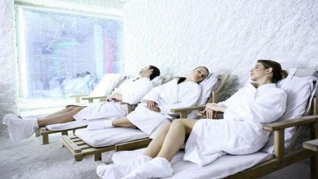 При посещении соляной комнаты происходит общее оздоровление организма