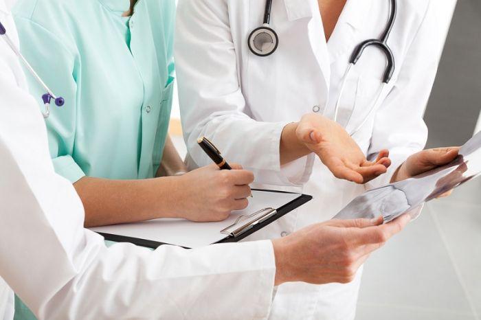 Страховать врачей от претензий пациентов