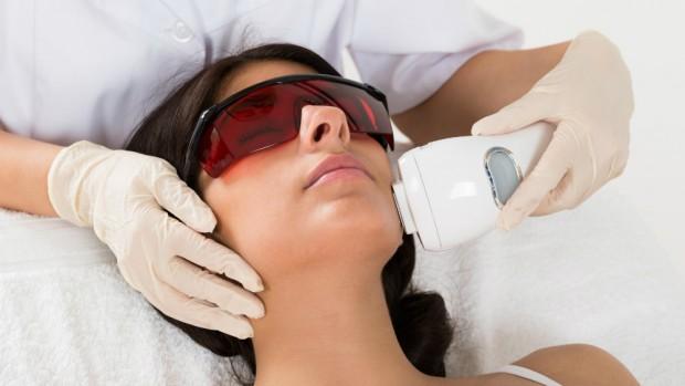 Лазерная эпиляция эффективно удаляет волосы на лице