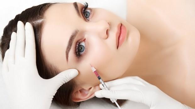 Процедура биоревитализации улучшает состояние кожи женщины