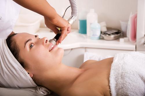 Вакуумная чистка лица — плюсы и минусы процедуры