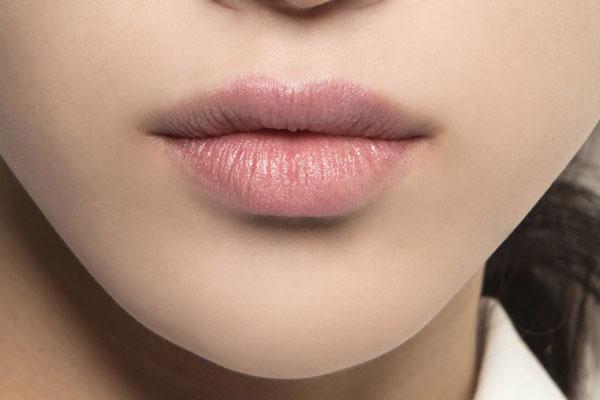 Трескаются уголки губ: что делать