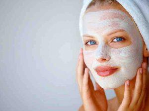 Домашняя косметология: Медовая маска защитит летом лицо от сухости