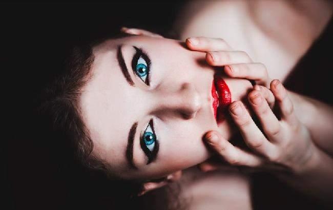 Дерматологи назвали привычки, вызывающие старение кожи