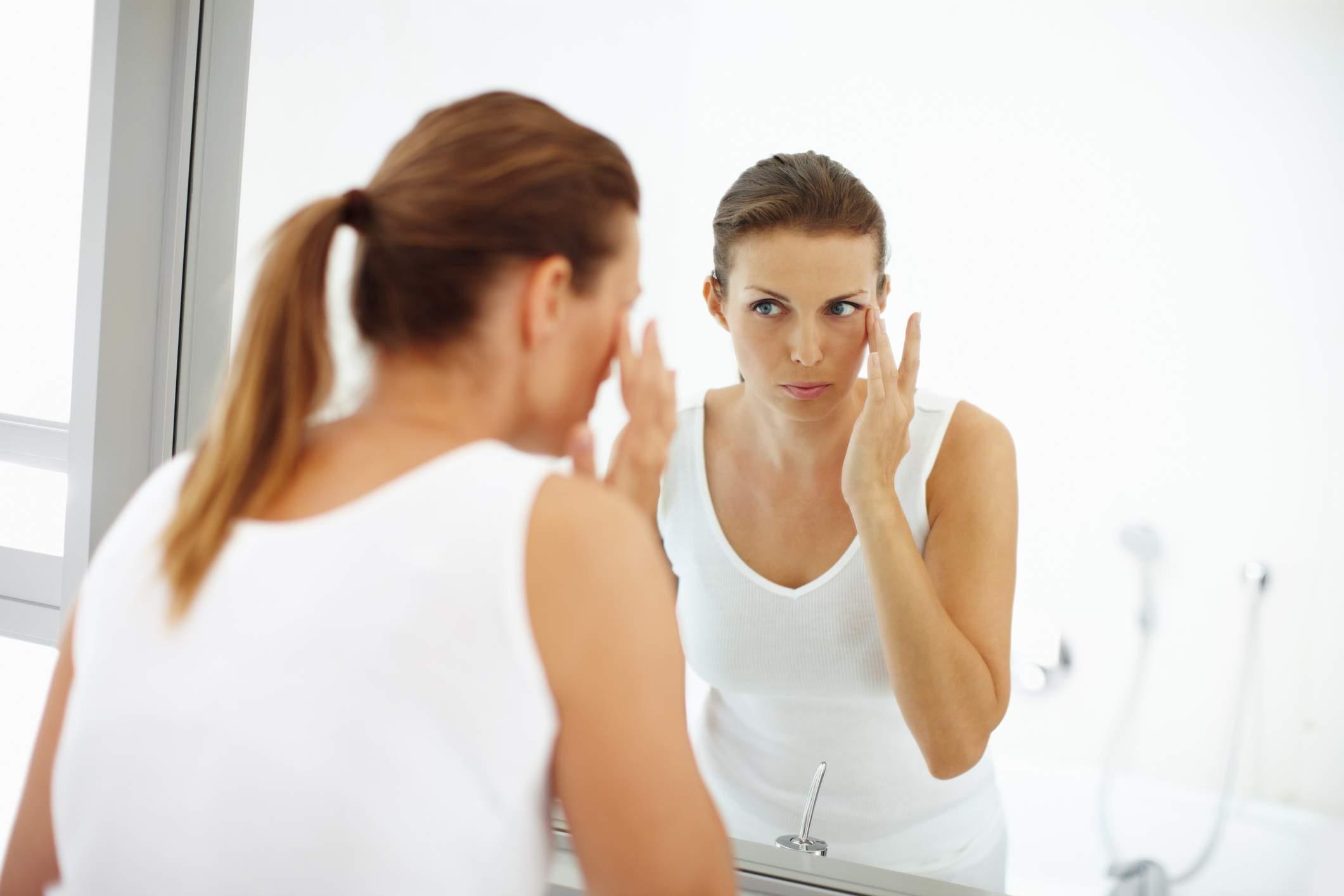 Косметологи подсказали, как избавиться от отеков под глазами
