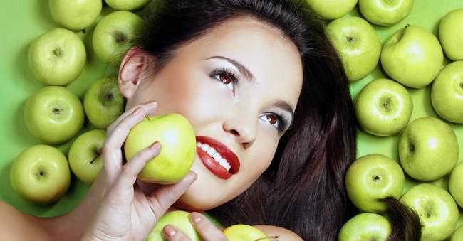 Косметологи подсказали, как омолодить кожу лица в домашних условиях