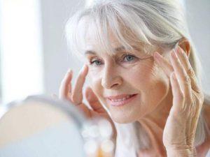 Косметологи подсказали простые правила ухода за кожей после 40 лет