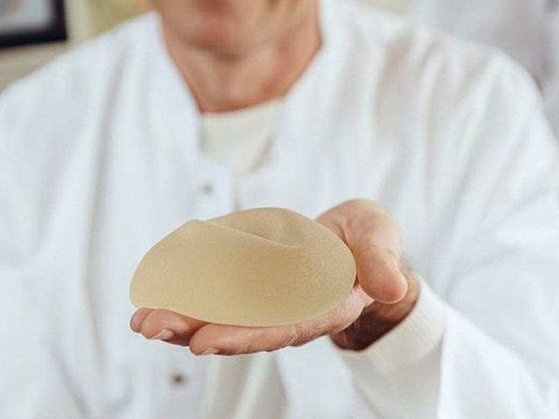 Силиконовые импланты грозят раком кожи и артритами
