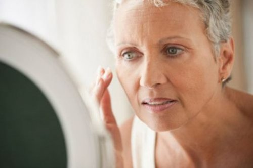 Установлено, почему некоторые женщины стареют раньше