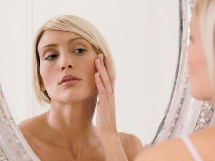 Медики рассказали, какие продукты замедляют старение кожи