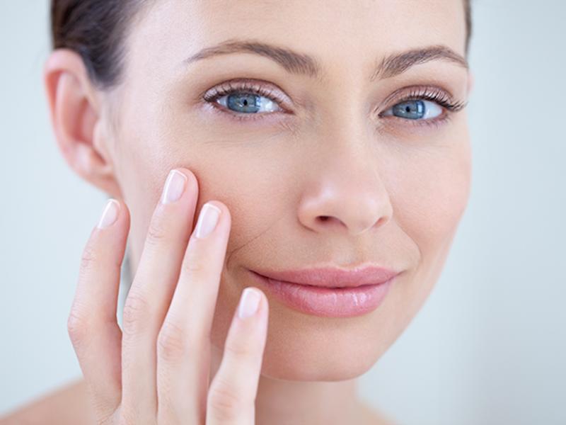 Шелушится кожа — причины и правильный уход