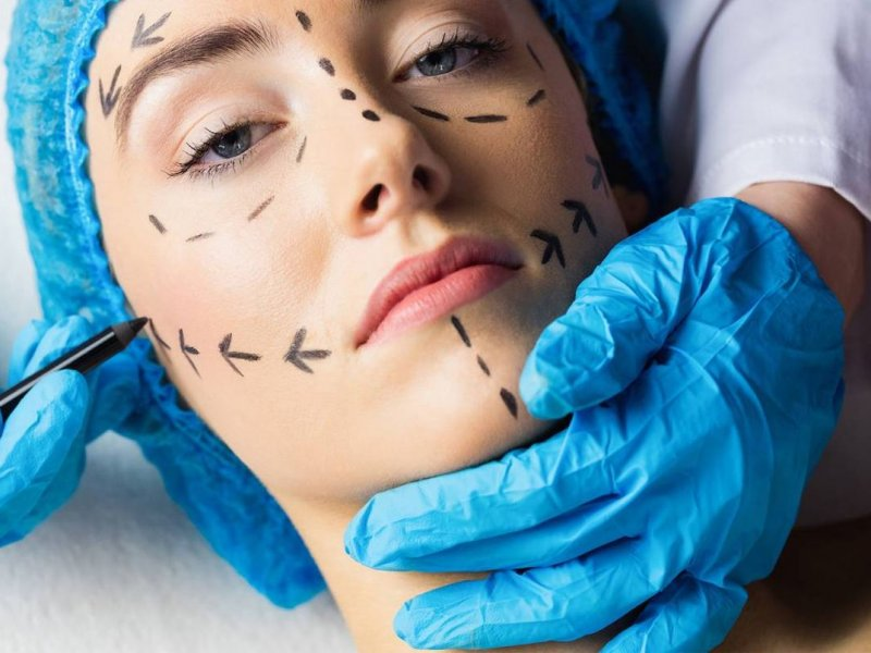 Пациентов пластических хирургов предложено проверять у психиатров