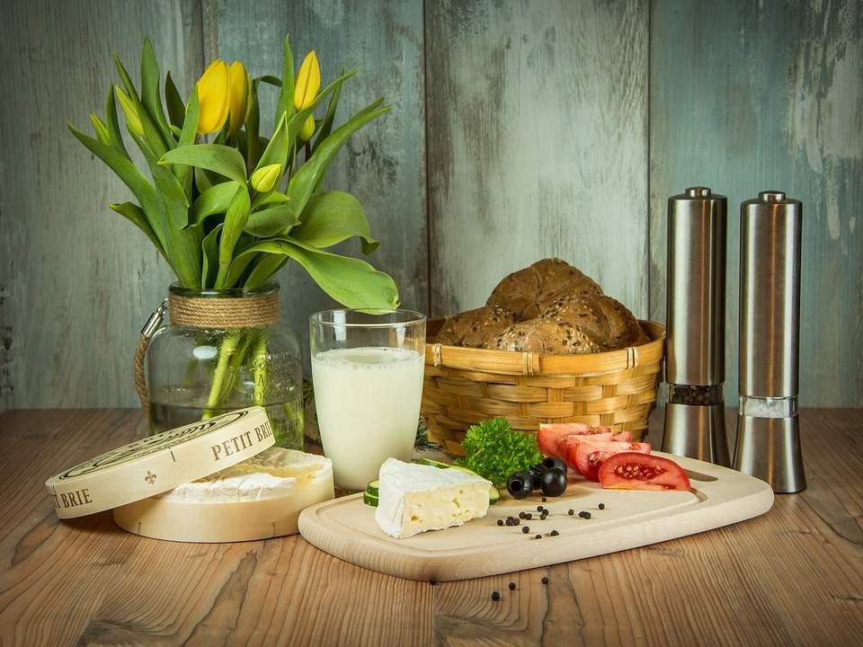 Врачи рассказали, действительно ли «молочка» может спровоцировать появление акне