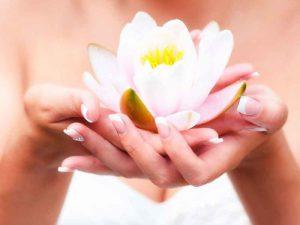Процедура омоложения кистей рук становится все более популярной у женщин
