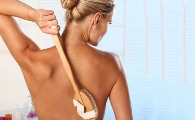 Медики порекомендовали массаж, который сделает кожу гладкой и красивой
