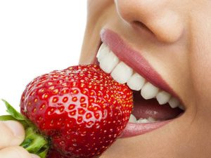Красивая улыбка или нет: опасности виниров, отбеливания зубов и других модных трендов в стоматологии