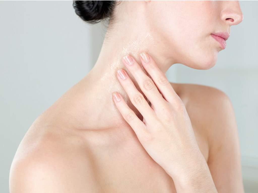 Косметологи подсказали, как помочь коже во время смены сезонов