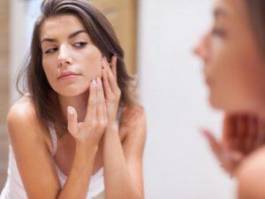 Витамин А влияет на выработку белка, который защищает от кожных инфекций