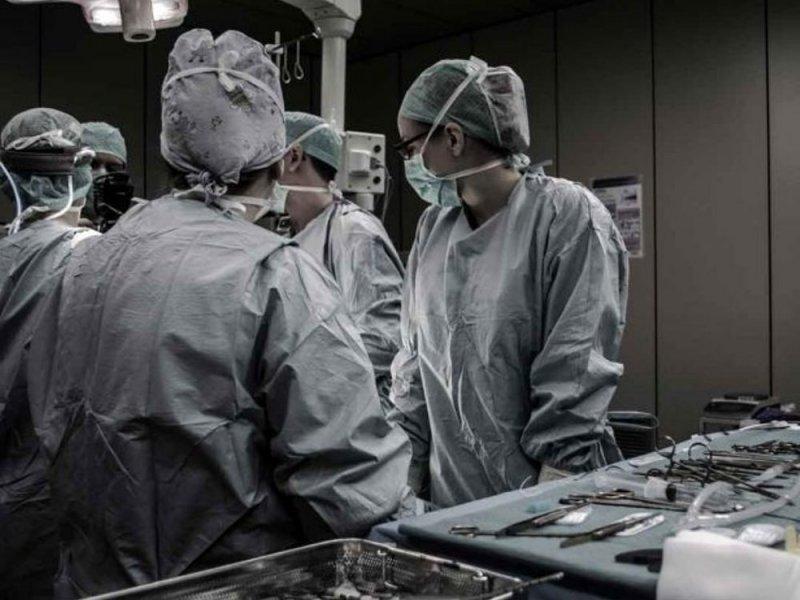 Пластические хирурги всё чаще дарят мужчинам кубики пресса