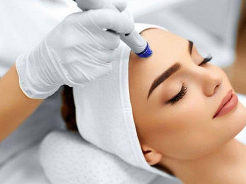 5 процедур, которые косметолог рекомендует сделать перед отпуском
