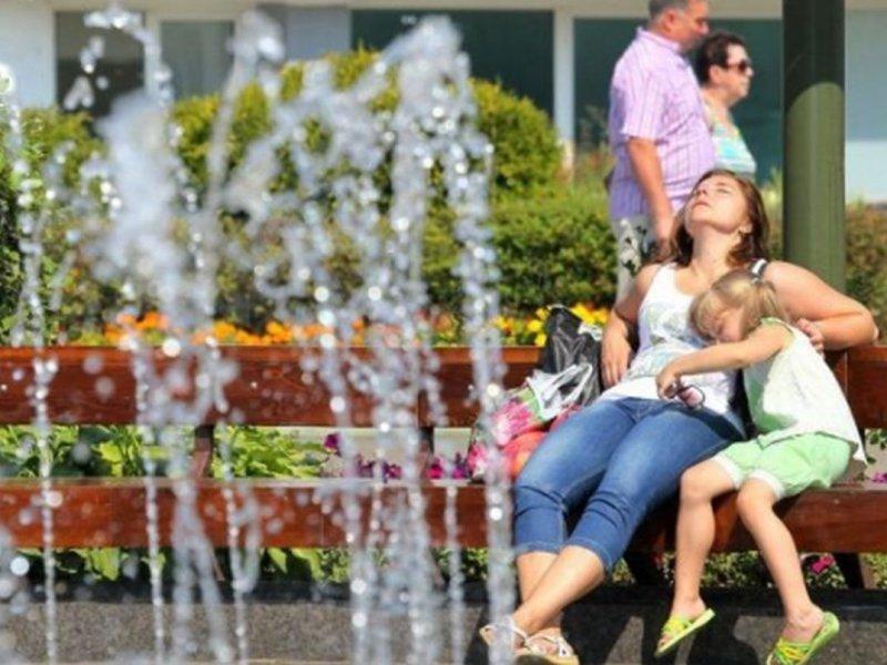 Дерматолог Анастасия Расулова рассказала, как защитить кожу в жару