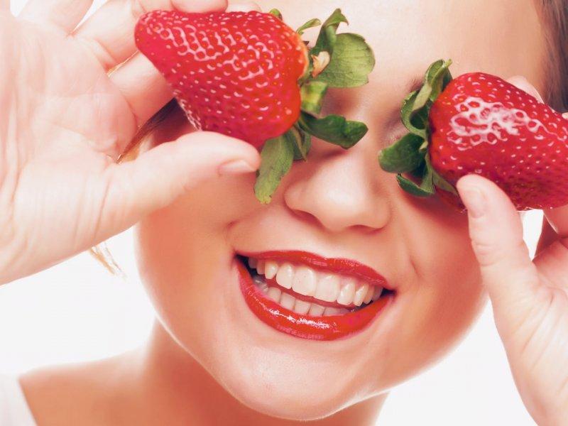 Красота из ягод: полезные рецепты масок из клубники
