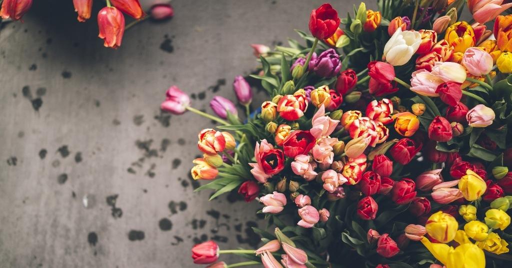 Доставка цветов – изысканные подарки для близких людей от Lotos-fl.ru
