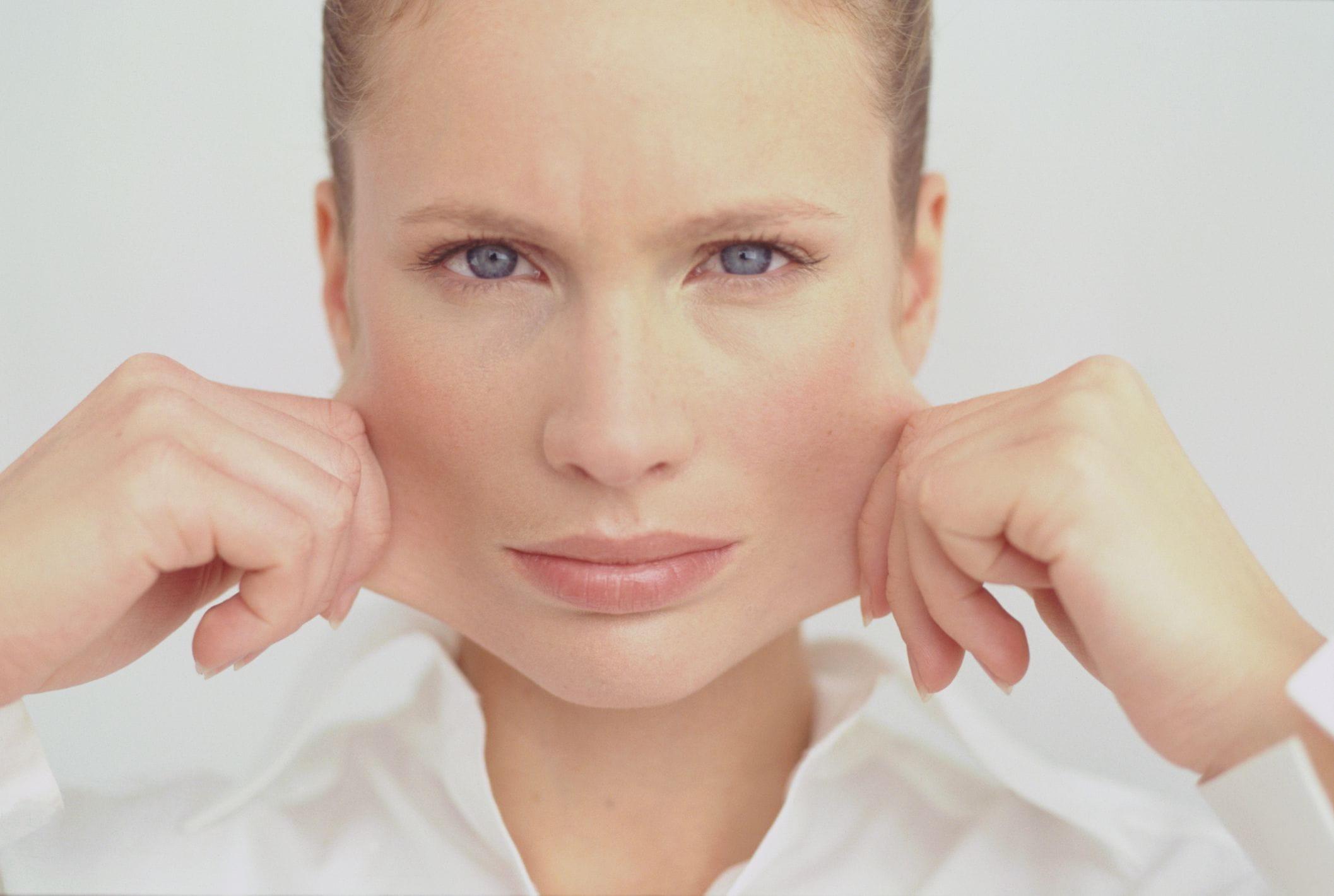 Риски и потенциальные осложнения после круговой подтяжки лица