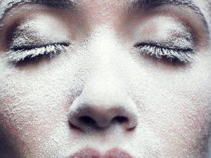 Косметолог рассказывает, почему осенью и зимой необходима смена ухода