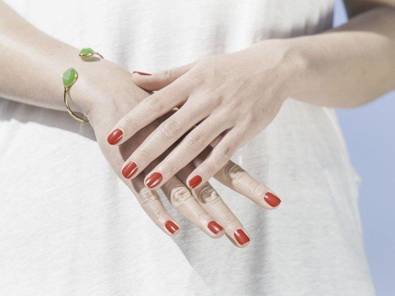 Как избавиться от «рук пенсионерки» рассказывает дерматолог