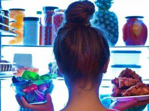 Фитнес-тренер перечислила продукты, которые убивают в женщинах красоту