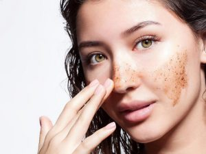 Дерматолог: скрабы вредны для кожи – вызывают микроповреждения